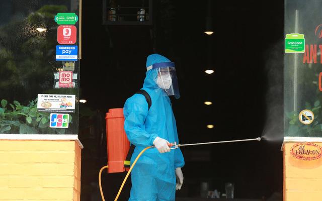 Ca nghi nhiễm Covid-19 tai Hà Nội đi du lịch cùng với 32 người