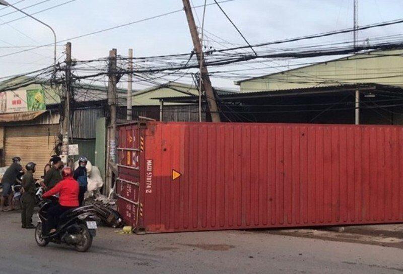 Thùng container rơi đè chết 1 phụ nữ
