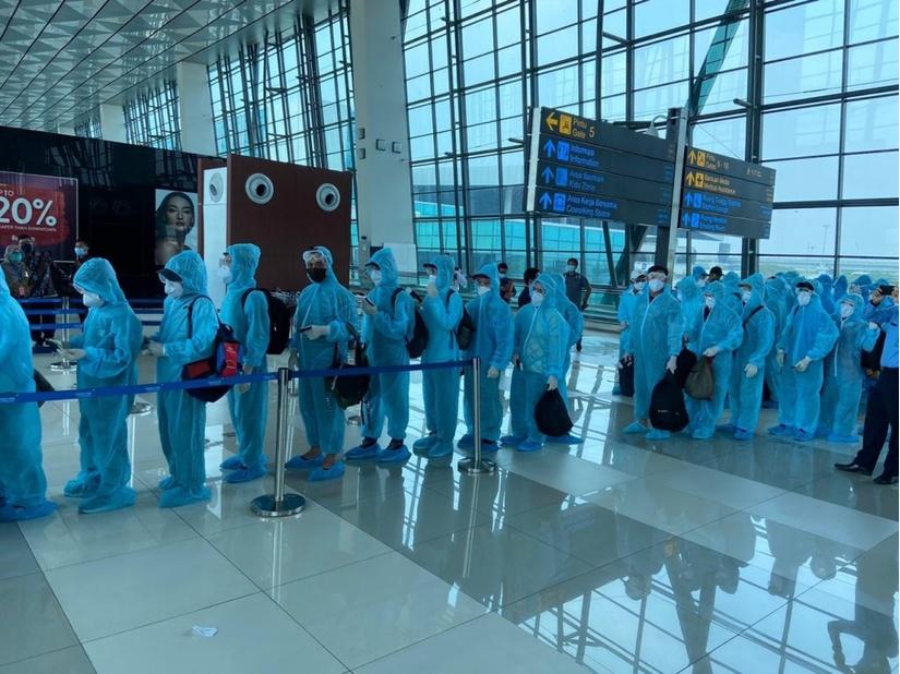 Đưa hơn 210 công dân Việt Nam tại Indonesia về nước an toàn