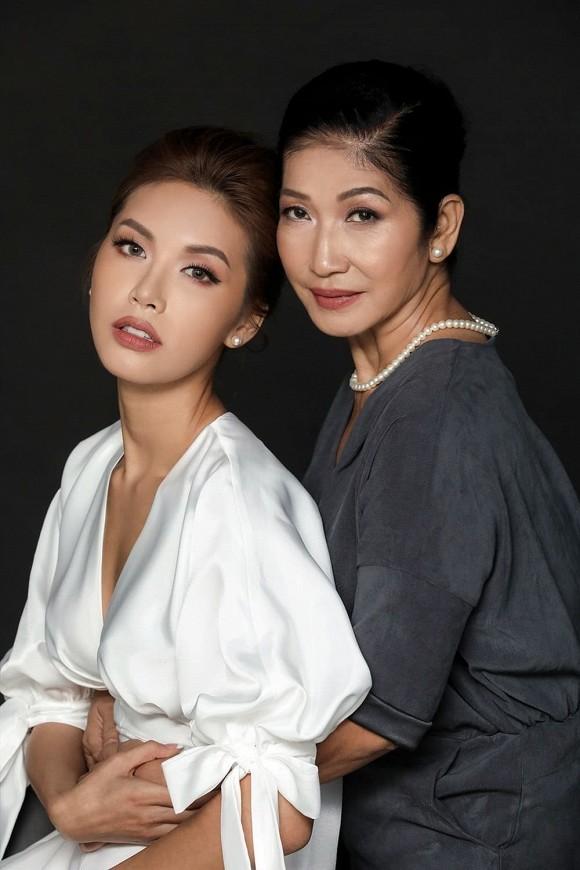 Về Việt Nam sau 4 tháng mắc kẹt tại Bali,  Minh Tú được mẹ căn dặn điều không ai ngờ