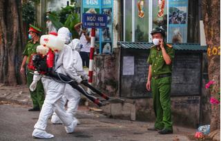 Phong tỏa nơi có trường hợp mắc Covid-19 trên phố Hoàng Hoa Thám