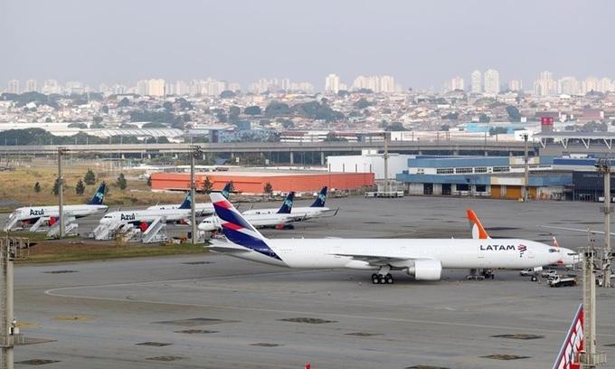 Brazil mở lại đường bay quốc tế dù dịch Covid-19 vẫn đang phức tạp