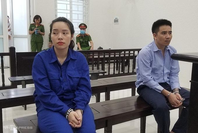 Ra tòa vì tàng trữ ma túy, hai vợ chồng đùn đẩy tội cho nhau