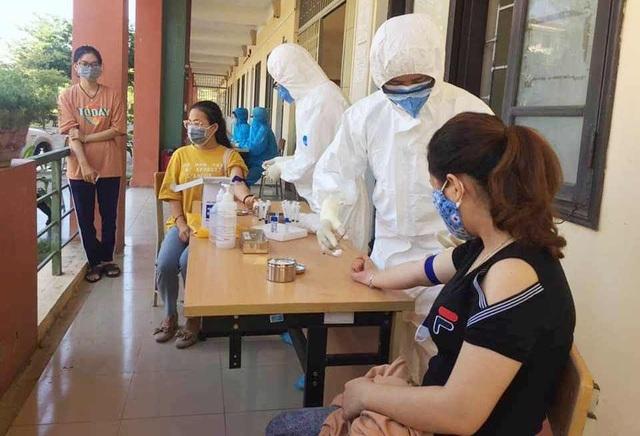Gần 100 sinh viên Đại học Huế đến từ vùng dịch được lấy mẫu xét nghiệm Covid-19