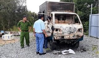 Ô tô tải nằm ở xưởng sửa chữa bỗng bốc cháy trơ khung