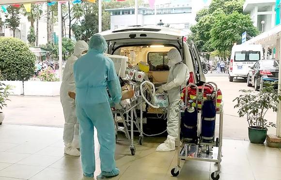 Chuyển nữ sinh viên mắc Covid-19 tại Đắk Lắk sang Bệnh viện Lao và Bệnh điều trị