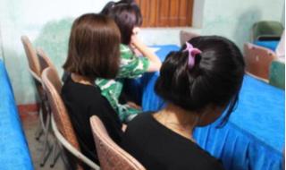 Giải cứu 4 bé gái bị dụ dỗ làm tiếp viên quán karaoke