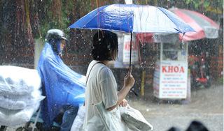 Áp thấp đã tiến sát quần đảo Hoàng Sa, cả nước sẽ mưa giông