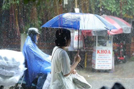 Cả nước sẽ mưa giông từ Bắc vào Nam, Hà Nội ban ngày trời oi bức