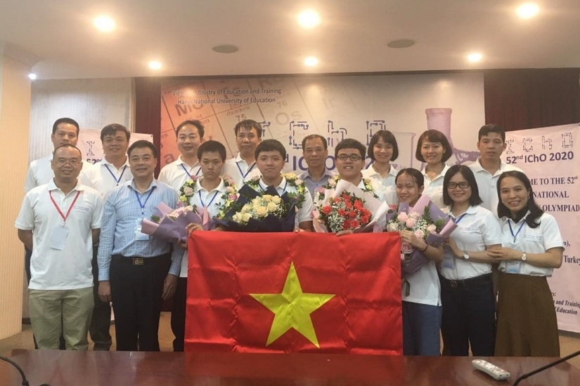 Lần đầu tiên cả 4 học sinh Việt Nam đều đoạt Huy chương vàng Olympic