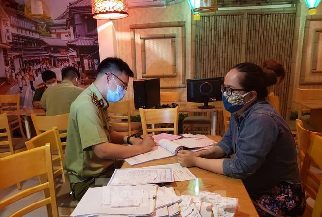 Bất chấp lệnh cấm, một quán ăn ở Đà Nẵng vẫn bán hàng qua mạng