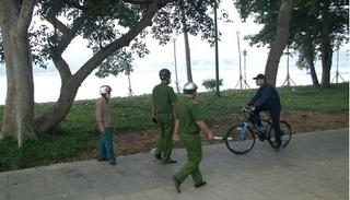 Huế xử phạt người dân không đeo khẩu trang khi ra đường