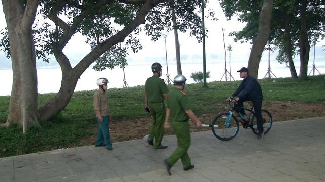 Huế ra quân xử phạt người dân không đeo khẩu trang khi ra đường
