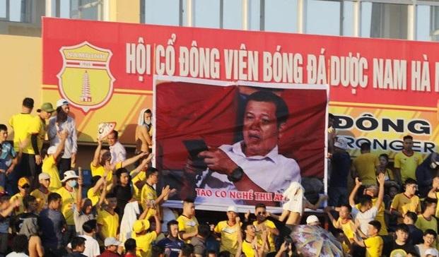 Ông Dương Văn Hiền bị CĐV bóng đá Nam Định tẩy chay