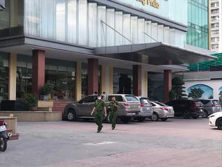 Bé trai 5 tuổi rơi từ tầng 9 khách sạn ở TP Vinh tử vong