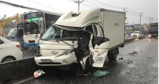 Tin tức tai nạn giao thông ngày 31/7: Tông vào đuôi xe container, tài xế nhập viện