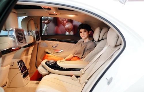 Hiền Hồ tậu Mercedes-Benz hơn 5 tỷ ở tuổi 23