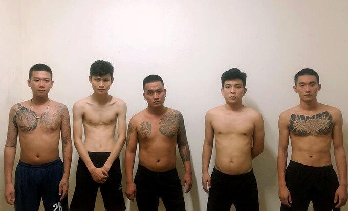 11 thanh niên cầm dao, kiếm hỗn chiến trong đêm
