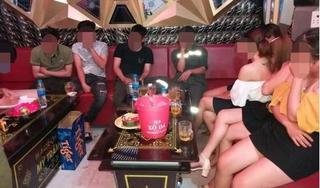 Phát hiện một quán karaoke 'phớt lờ' lệnh cấm, lén lút mở cửa cho khách