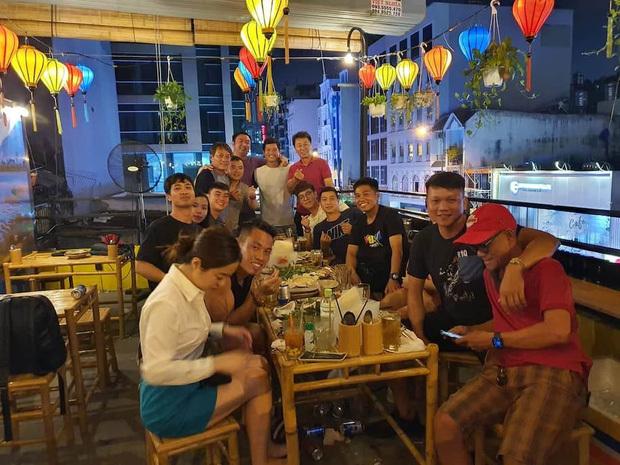 Công Phượng và các đồng đội tri ân HLV Chung Hae Seong