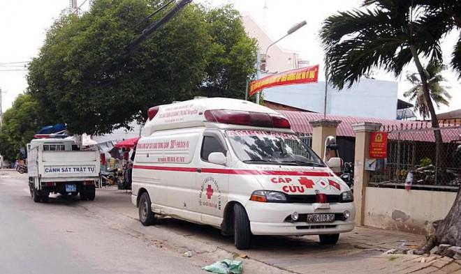 'Xe cứu thương' hụ còi đòi nợ ở khu dân cư, nhiều người hoảng hồn sợ bị cách ly
