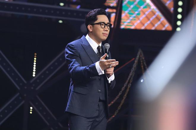 Trấn Thành bất ngờ nhắc tên tình cũ Hari Won trên sóng truyền hình khiến khán giả ngạc nhiên