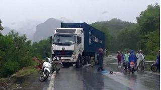 Tin tức tai nạn giao thông ngày 2/8: Va chạm với xe container, 2 người thương vong