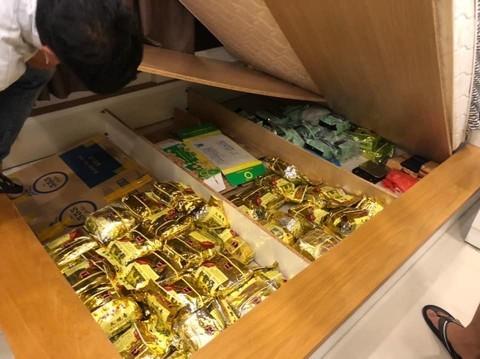 Tổng cộng số tang vật hiện là 118kg ma tuý tổng hợp và 19 bánh heroin