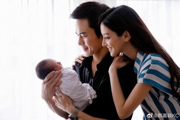 Trịnh Gia Dĩnh và bà xã Hoa hậu đón quý tử thứ 2 chào đời