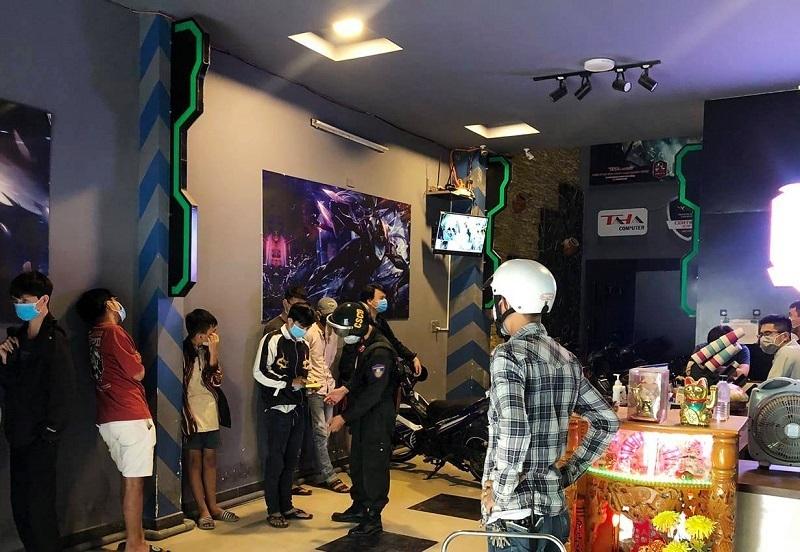 Bất chấp lệnh cấm, tiệm Internet ở Đà Nẵng vẫn mở chui với hàng chục game thủ