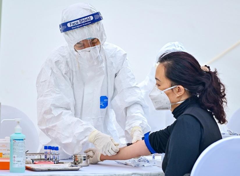 Bộ Y tế huy động 3 đơn vị đầu ngành hỗ trợ Hà Nội thực hiện xét nghiệm Covid-19