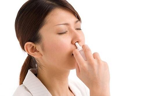 xịt mũi thường xuyên