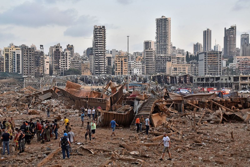 Cận cảnh vụ nổ kinh hoàng tại Lebanon khiến 4000 người thương vong.1