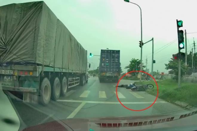 Đã tìm thấy tài xế container vượt ẩu cán chết nữ sinh rồi bỏ chạy