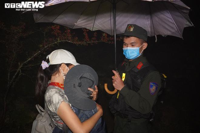 Mẹ mang con 1 tuổi băng rừng nhập cảnh trái phép về Việt Nam