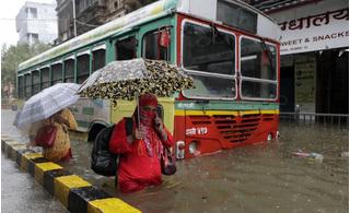 Tin tức thế giới 5/8: Nhiều khu vực chìm trong nước, Ấn Độ ra cảnh báo cao nhất