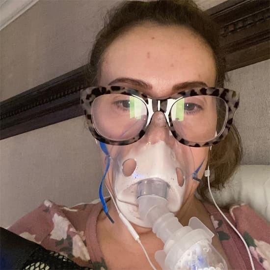 Mỹ nhân 'Phép thuật' Alyssa Milano kể về tình trạng khi bị nhiễm Covid-19