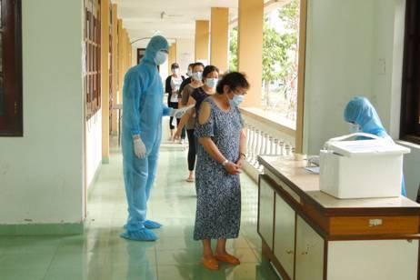 Buộc cách ly tại nhà và cấm dạy thêm đối với một giáo viên ở Tiền Giang để phòng Covid-19