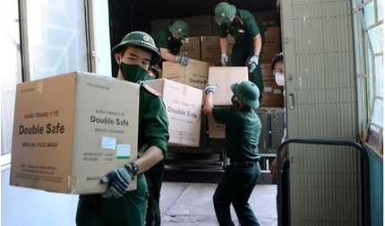 Bộ Y tế chuyển 50 tấn dụng cụ y tế chống dịch Covid-19 về Đà Nẵng