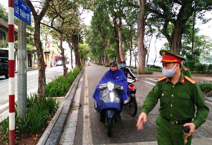 Từ hôm nay (7/8), Hà Nội sẽ xử phạt trường hợp không đeo khẩu trang