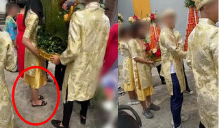 Đội bê lễ xúng xính váy áo nhưng nhìn xuống chân thì ai nấy đều ngán ngẩm