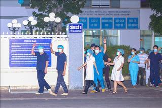 Y bác sĩ Bệnh viện C Đà Nẵng vui mừng trong thời điểm dỡ bỏ lệnh phong tỏa