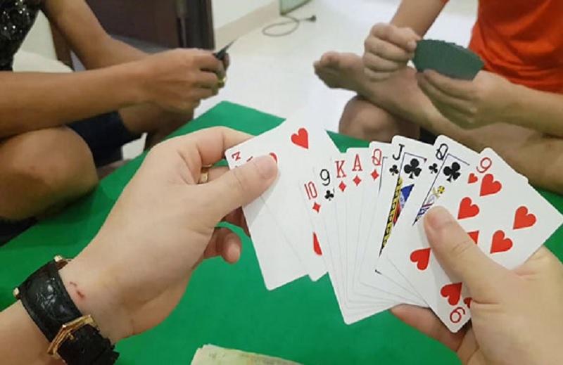 Bệnh nhân 878 ở Quảng Ngãi thường chơi đánh bài, tiếp xúc với nhiều người trước khi phát hiện mắc Covid-19