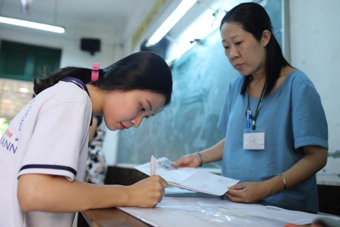Chiều nay, thí sinh thi đợt 1 làm thủ tục dự thi tốt nghiệp THPT