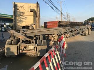 Tin tức tai nạn giao thông ngày 8/8: Container lật nhào lúc sáng sớm, nhiều người thoát chết