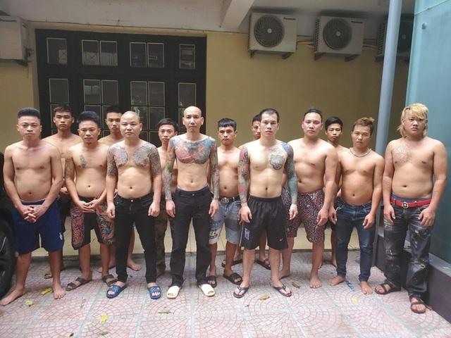 Triệu tập hàng chục đàn em của vợ chồng Phú Lê