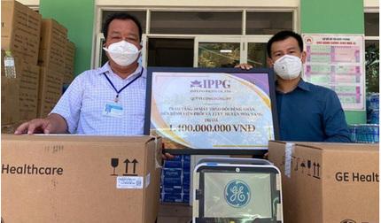 Bố chồng Hà Tăng tặng 10 máy theo dõi bệnh nhân trị giá 1,4 tỷ cho Đà Nẵng