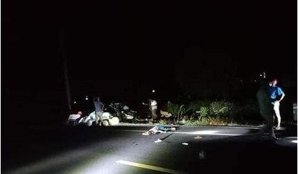 Tông vào 2 người đi bộ bên đường, người đi xe máy tử vong tại chỗ