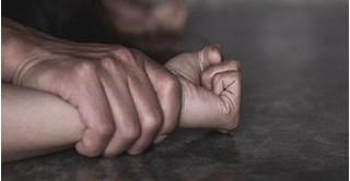 Một người phụ nữ bị hiếp dâm, cướp xe máy trong đêm vắng
