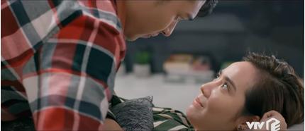 'Tình yêu và tham vọng' tập 43: Phương qua đêm với Đông, Minh tuyên chiến với Phong?